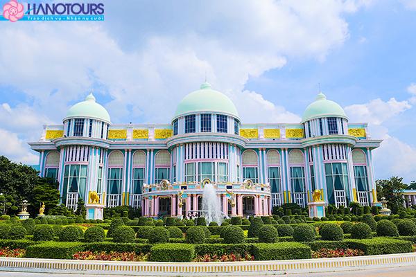 Lâu đài tỷ phú Baan Sukhawadee