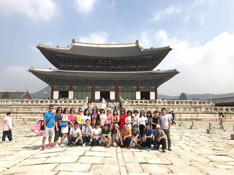 Chụp ảnh tại cung điện Gyeungbok