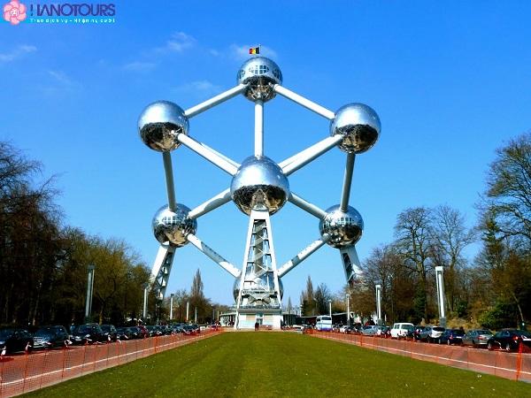Mô hình phân tử ATOMIUM Châu Âu