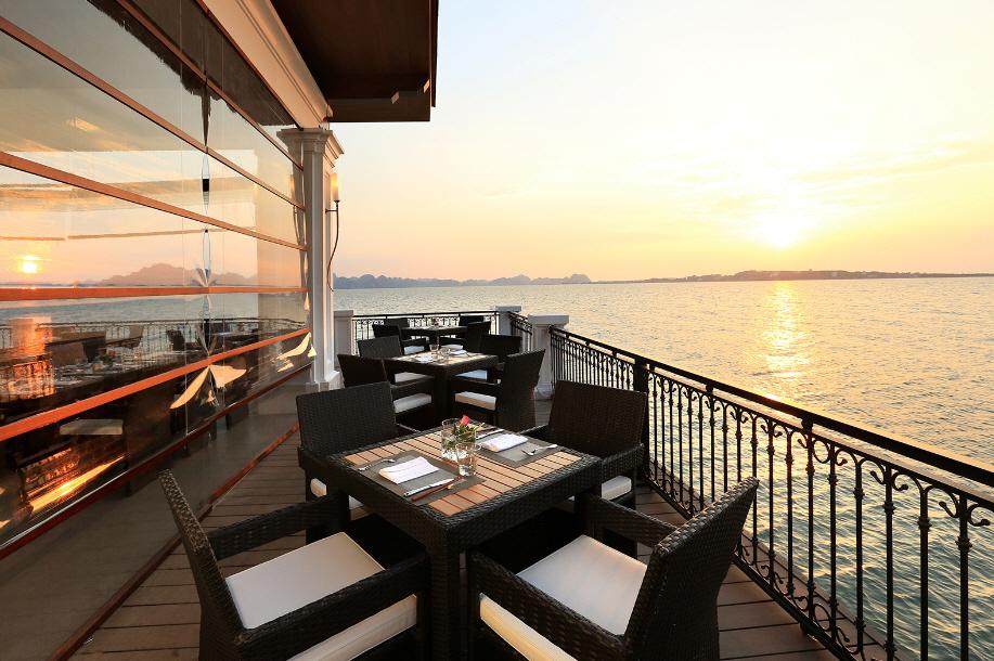 Bar Bay View tại Vinpeal Hạ Long