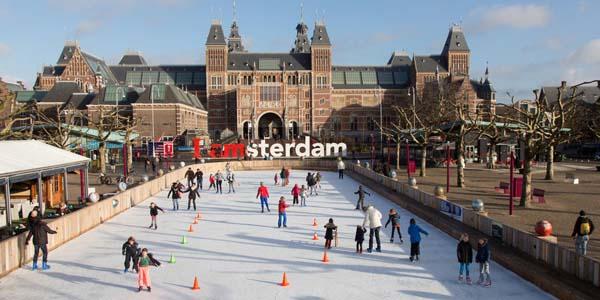 Quảng trường Dam Square – nằm tọa lạc tại trung tâm sầm uất Amsterdam nơi quy tụ những công trình kiến trúc quan trọng