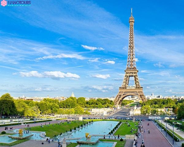 Du lịch Châu Âu tháp Eiffel