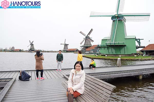 Khu bảo tàng ngoài trời Zaanse Schans - một ngôi làng cổ đẹp như tranh với những chiếc cối xay gió