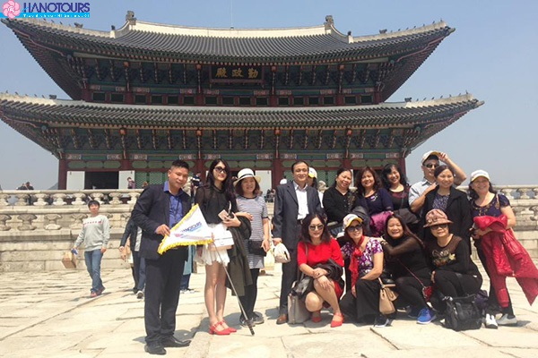 Chụp ảnh tại cung điện hàn quốc