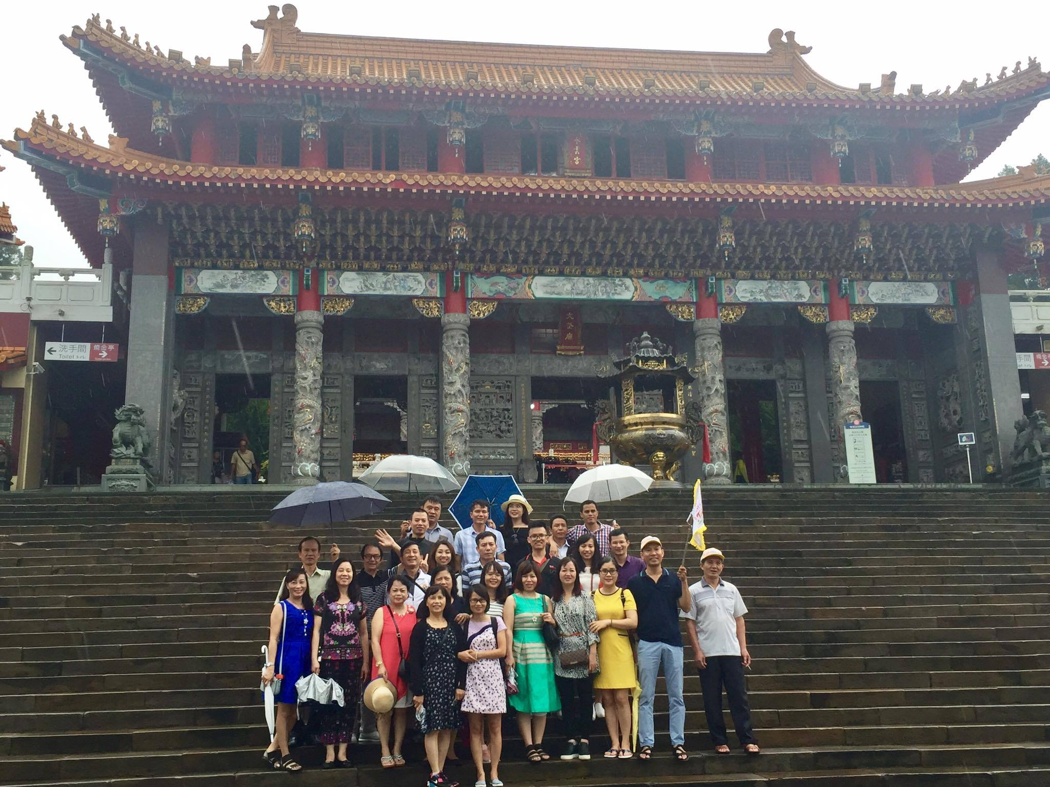 Chụp ảnh tại Văn Võ Miếu Đài Loan
