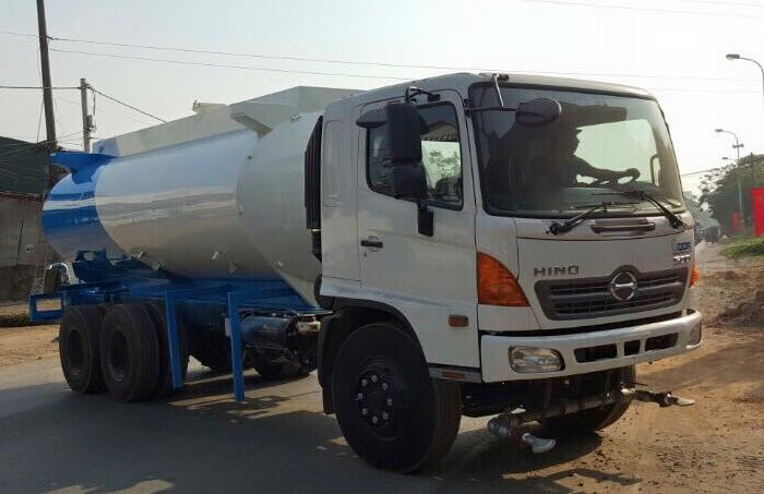 Xe tải Hino FL chở nước rửa đường tưới cây 14 khối