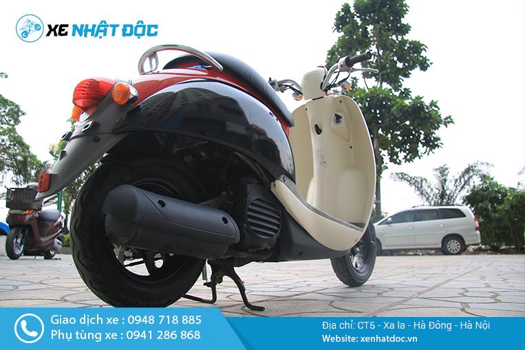 Zoom cận cảnh xe Honda Scoopy 50cc Nhật bãi kiểu dáng đẹp, tiết kiệm xăng