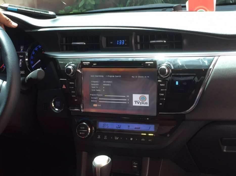 Màn hình giải trí xe Toyota Altis 2.0V với màn hình cảm ứng hiển thị đa thông tin.