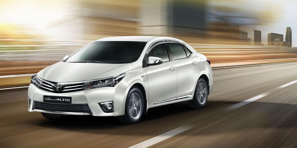 Ngoại thất xe Toyota Altis 2017 với kiểu dáng lột xác hoàn toàn mới.