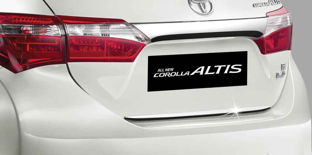 Đuôi sau xe Toyota Altis 2017 có thiết kế hiện đại tinh tế.