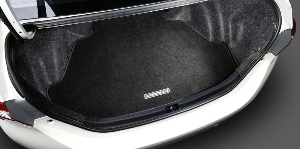Khoang hành lý cốp xe Toyota Altis 2017 với khả năng chứa đồ rộng rãi.