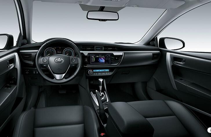 Nội thất xe Toyota Altis 2.0V hiện đại và tinh tế với nội thất sang trọng