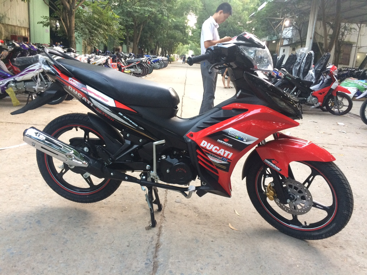 xe-may-50cc-exciter-detech-espero-50cc-do-den