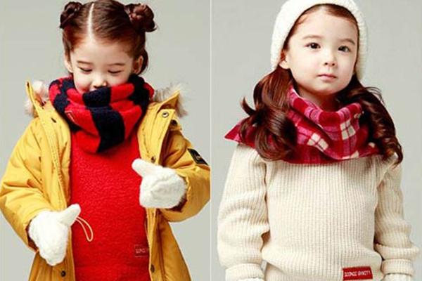 Diện áo len bé gái thời thượng với 4 công thức đơn giản