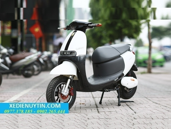 xe-may-dien-gogoro-luxury01.jpg (600×455)