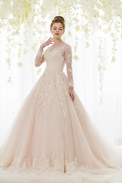 Những mẫu váy cưới đính ren tinh xảo hot nhất mùa cưới 2017