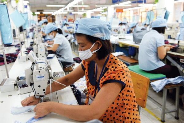 Apparel makers head for Vietnam