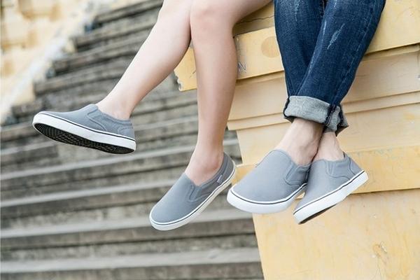 Kết quả hình ảnh cho Cách làm sạch giày vải