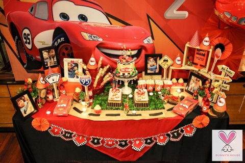 Cars Mcqueen ( red )
