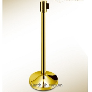 Retractable and stanchion post