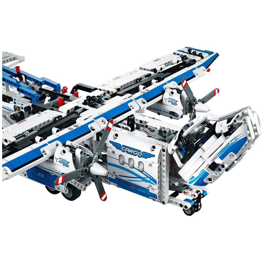 Các chi tiết trong bộ Lego Technic 42025 đều được làm tỉ mỉ