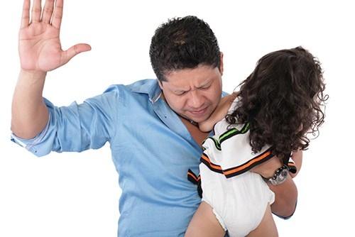 Cách kỷ luật bé phù hợp theo từng độ tuổi (0-2 tuổi) - Ở tuổi này, bố mẹ không nên đánh con dù chỉ là tét mông bé