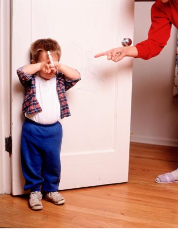 """Cách kỷ luật bé phù hợp theo từng độ tuổi (0-2 tuổi) - Hình phạt với trẻ ở tuổi này là bố mẹ có thể áp dụng hình thức """"time out"""""""