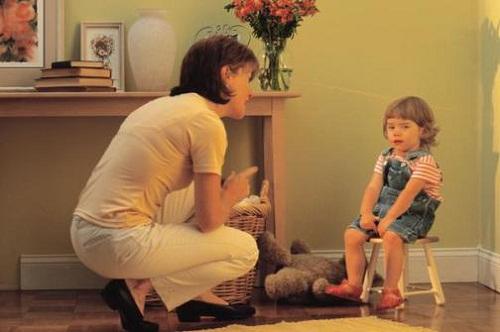 Cách kỷ luật bé phù hợp theo từng độ tuổi (0-2 tuổi) - Nên dạy bảo trẻ đâu là đúng đâu là sai để trẻbiết không nên làm gì