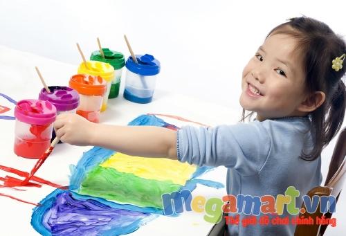 Tô màu thật thích thú và say mê và trẻ học được nhiều kĩ năng hay