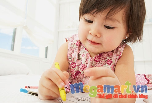 Việc tô màu giúp bé phát triển tư duy và trí tuệ vô cùng hữu ích