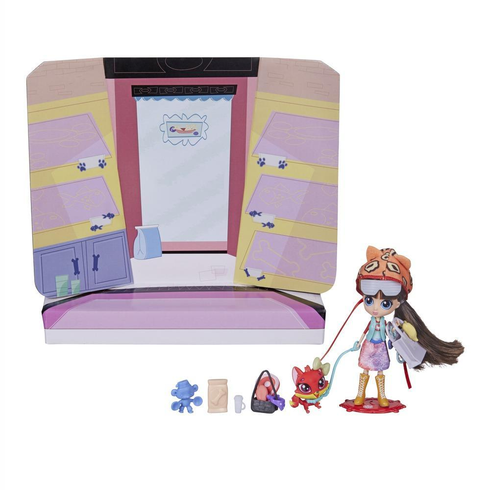 Hình ảnh minh họa cho sản phẩm Littlest Pet Shop Blythe đi dạo phố