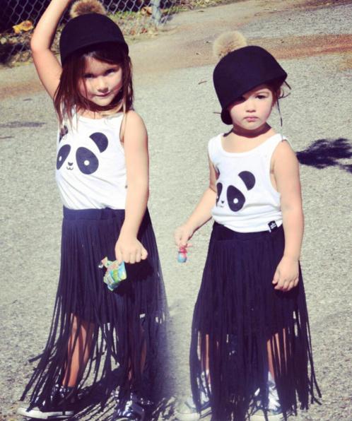 Phong cách thời trang trẻ em cực chất của chị em mẫu giáo