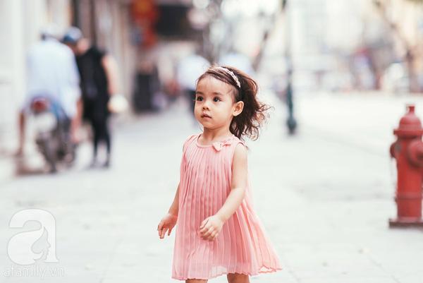 Phong cách thời trang của cô bé Diệp Tuệ Lâm với nơ cài đầu