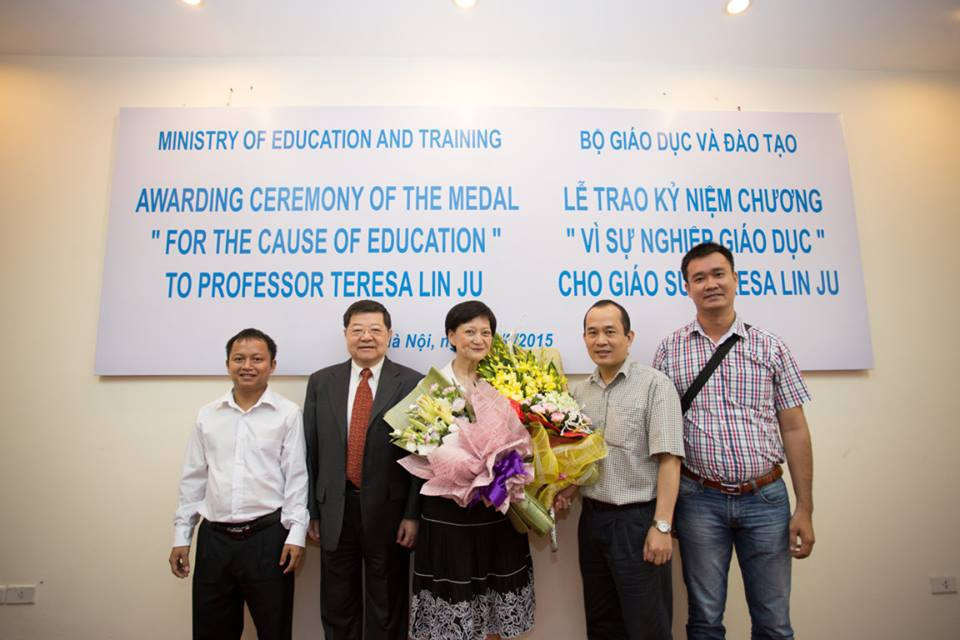Professor Teresa with Mr. Bui Nhan Tien at awarding ceremony of the medals for the cause of education