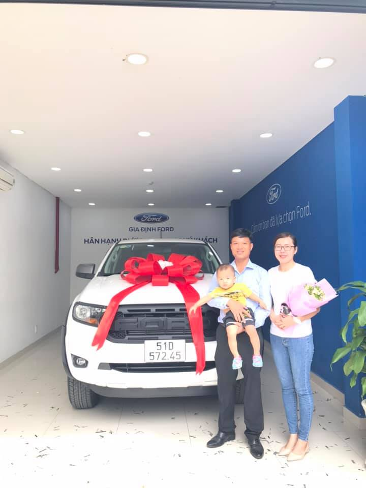 giao xe ford ranger xls at trắng full phụ kiện