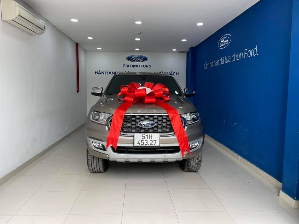 giao xe ford everest 2021