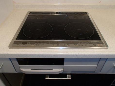 Mặt bếp làm bằng ceramic chống xước tốt, chịu lực lớn , chịu nhiệt cao