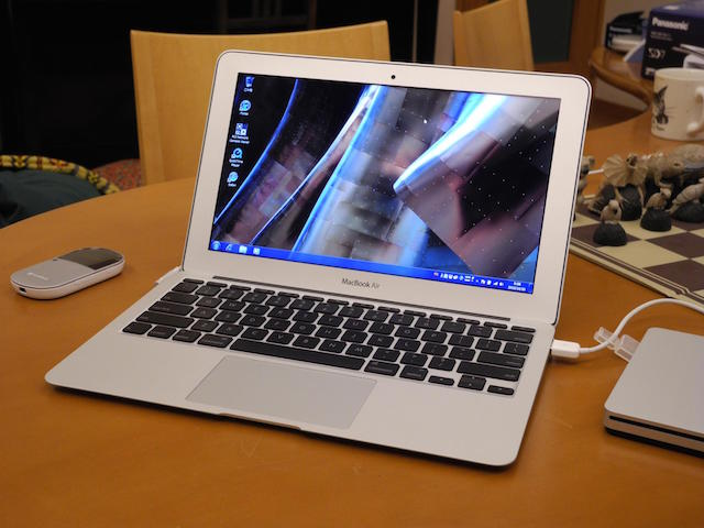 Macbook Air MJV E2