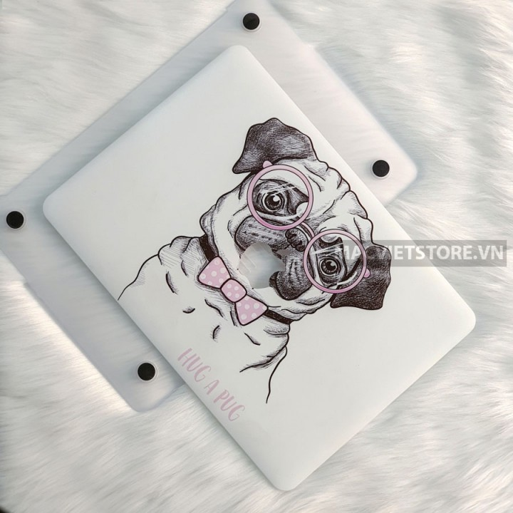 Ốp Macbook In Hình Hug A Pug