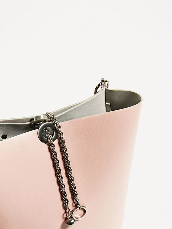 JOIN LIFE BUCKET BAG WITH CHAIN DETAIL
