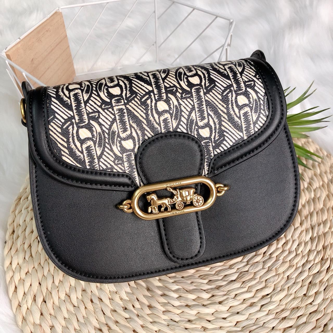 Túi Coach bầu tròn khóa logo - C051