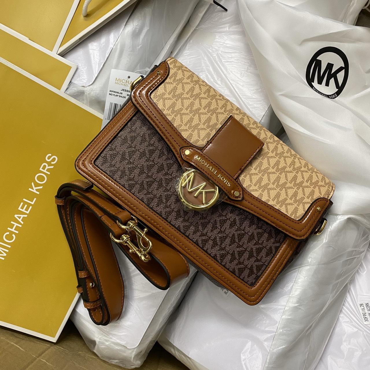 Túi MK hộp nắp mũi tên khóa tròn - MK11
