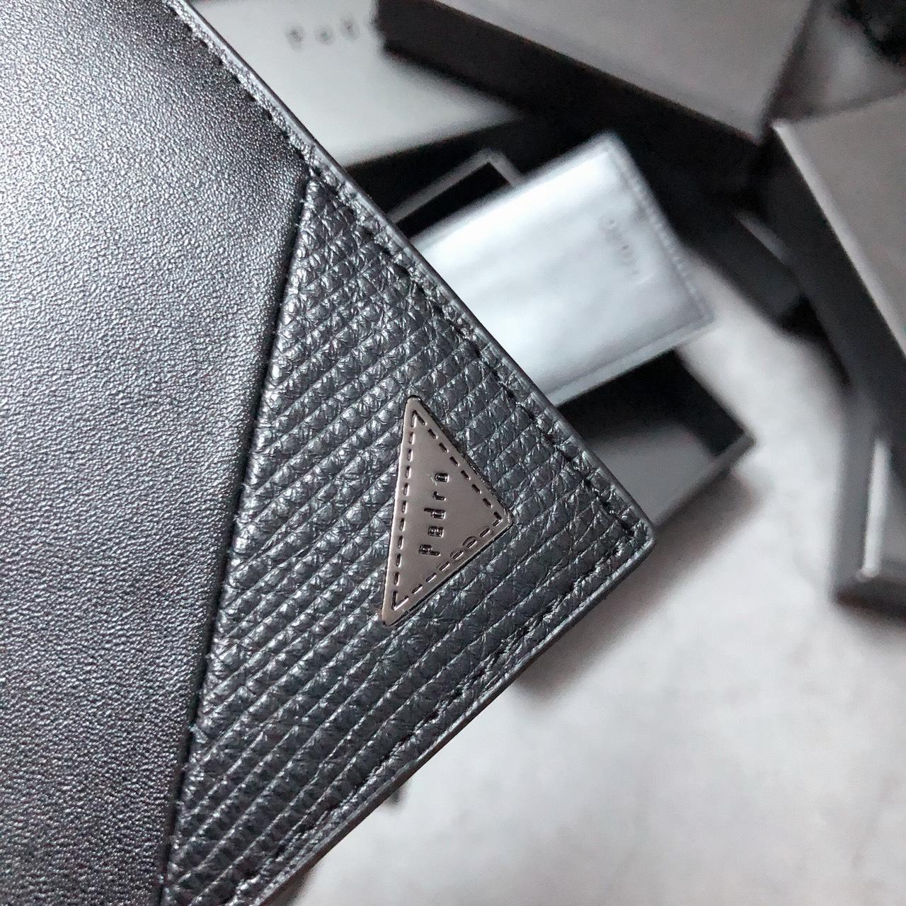 Ví ngắn Pedro trơn chéo góc logo tam giác - V310