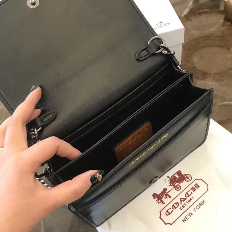 Túi Coach Parker đính đinh V - C030