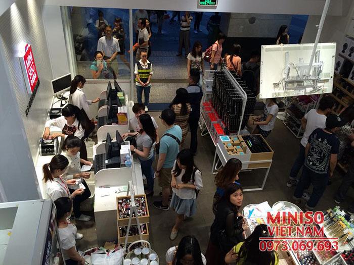 Cua hang Miniso 5