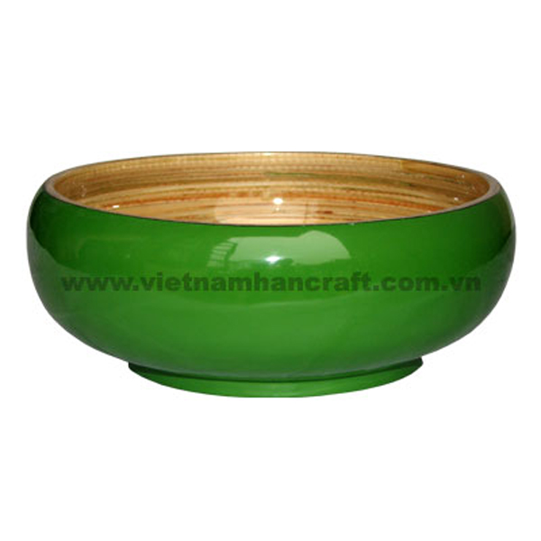 Lacquered bamboo decorative bowl. Inside in natural bamboo, outside in green