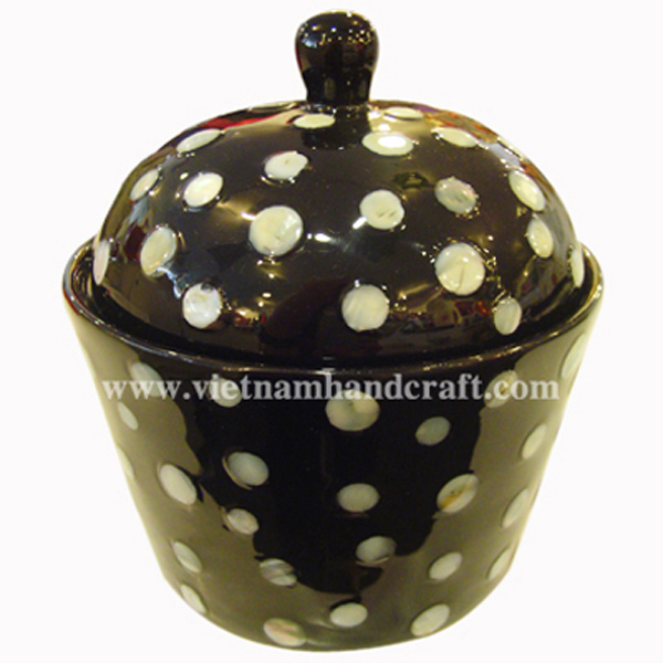 Black lacquered storage bowl with lid and inlaid with mother of pearl outside