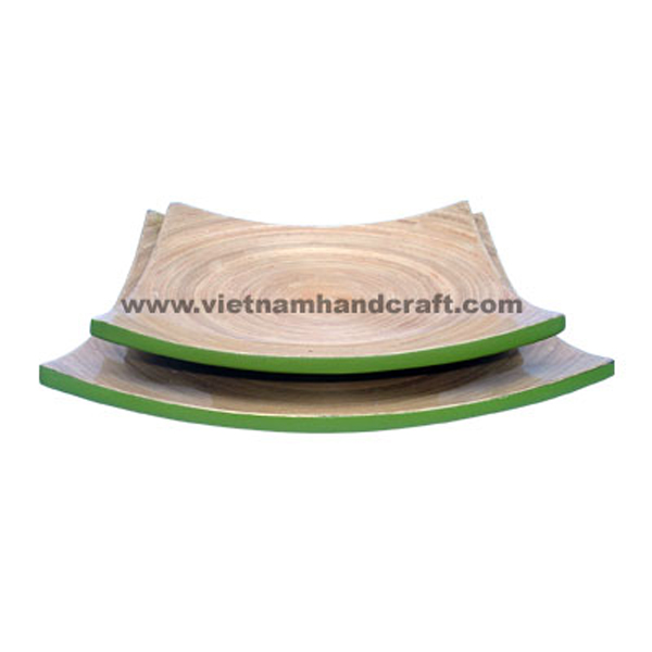 Set of 2 lacquer bamboo serving plates in natural bamboo & green