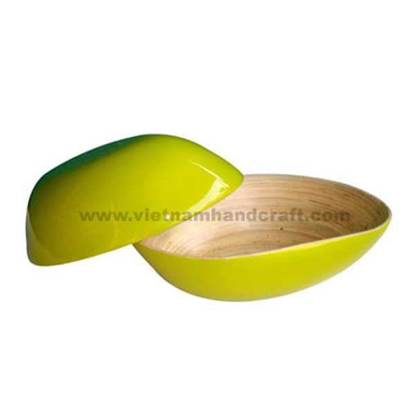 Mango-shaped lacquered bamboo bowl. Inside in natural bamboo, outside in green