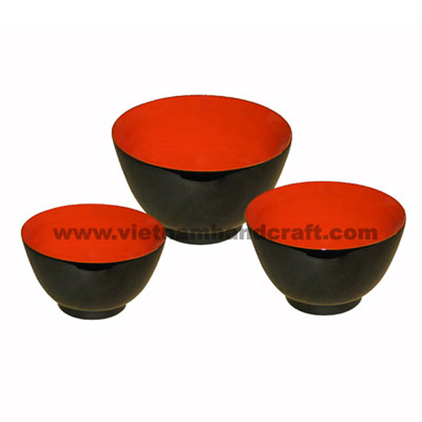 Lacquered wooden bowl in red & black